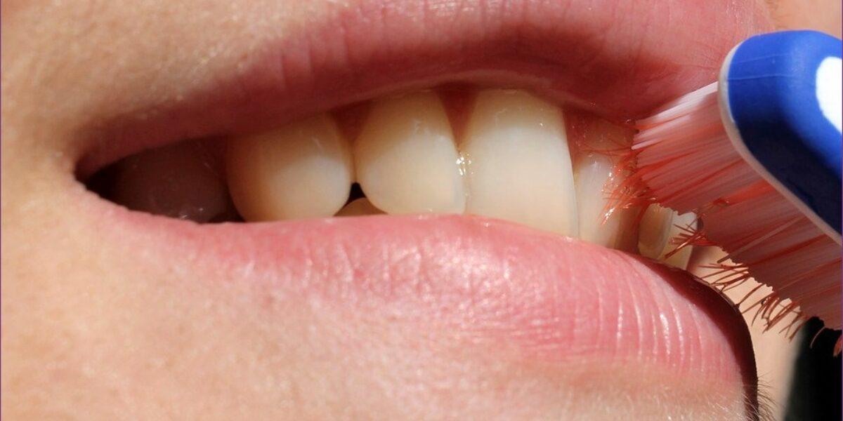Rossz szagú csomók a szájból, Fehér csomók a torokban - Belélegzés